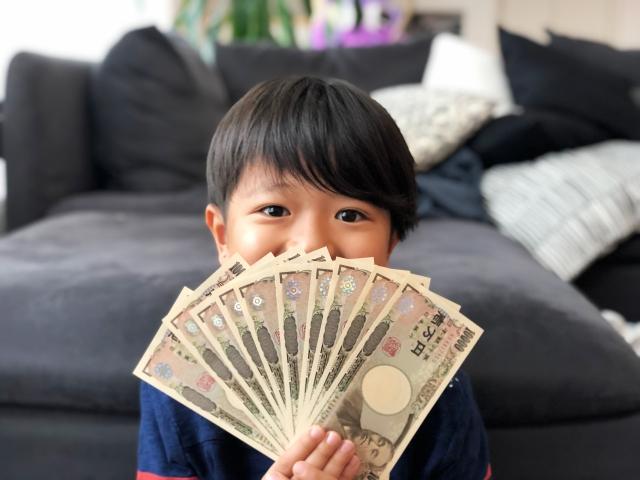 お金をゲットした子供