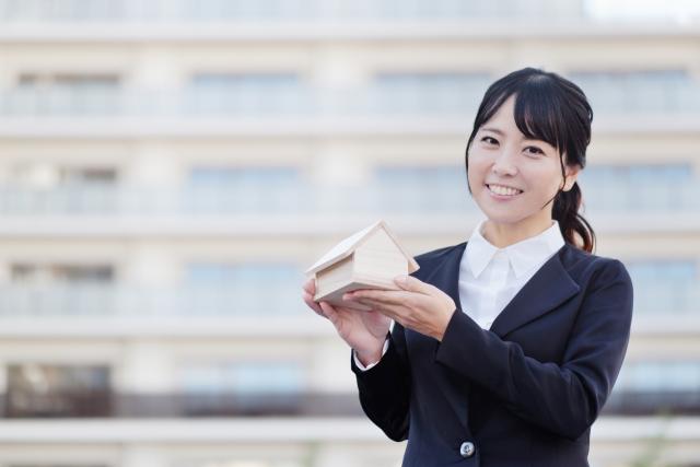不動産経営する女性