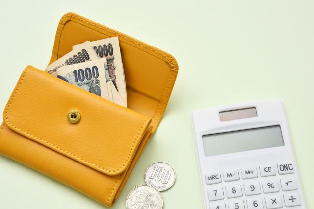 財布とお金と電卓